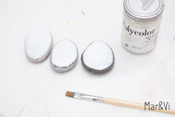 tutorial para pintar un belén sobre piedras