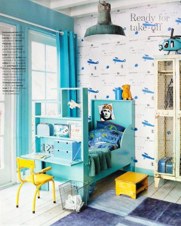 una habitación infantil de aviones