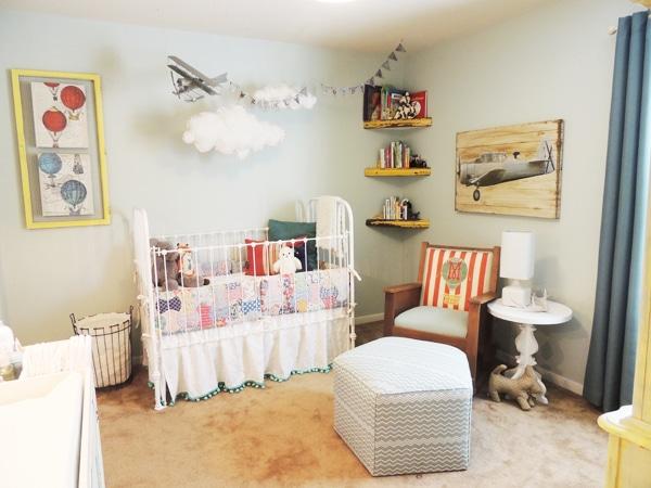 nursery decorada con aviones