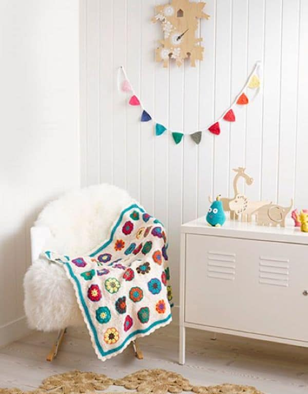 usar guirnaldas para decorar la habitación infantil