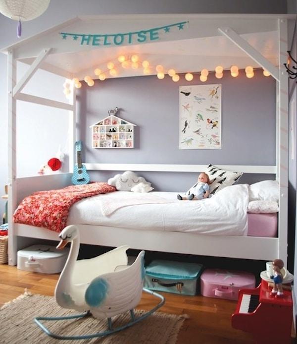 7 habitaciones infantiles decoradas con guirnaldas pequeocio - Habitaciones con luces ...