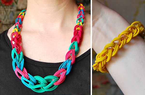 23a967792605 Cómo hacer un collar con gomas elásticas