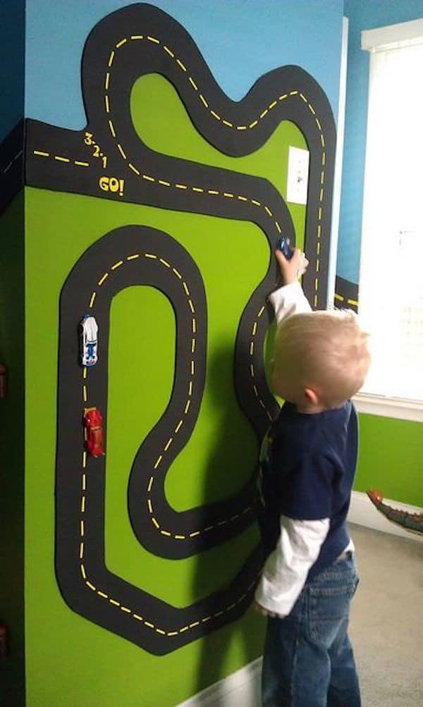 Race Track Wall Art >> 5 ideas para decorar con coches de juguete | Pequeocio.com