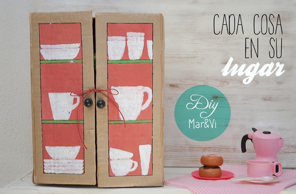 Un armario de cart n para la cocina de juguete pequeocio for Hacer muebles con carton