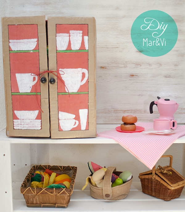 Un armario de cartón para la cocina de juguete - PequeOcio