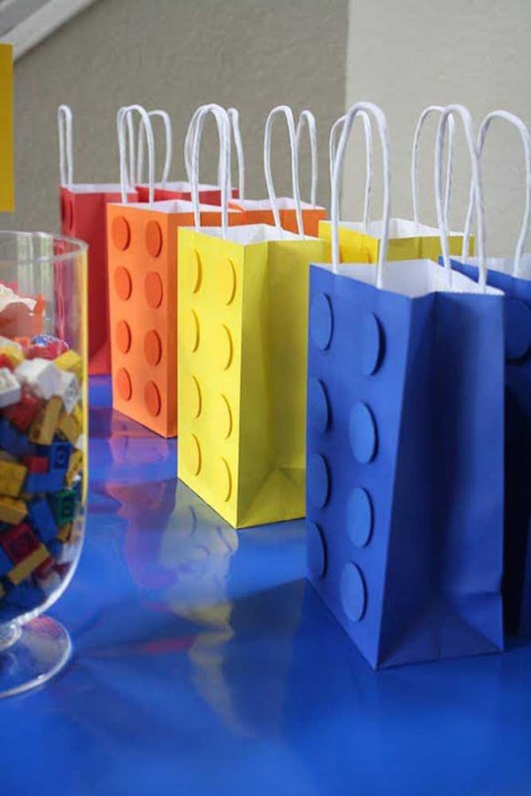 ideas caseras para una fiesta infantil de lego bolsitas