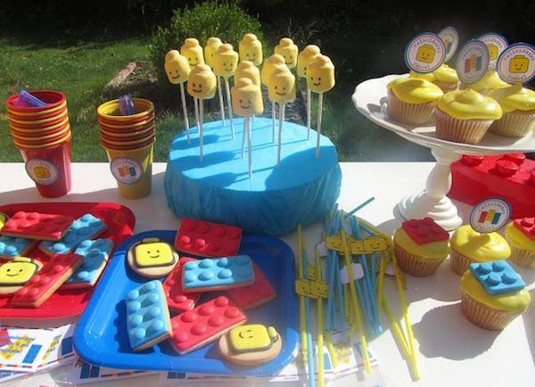 ideas caseras para una fiesta infantil de lego mesa dulce