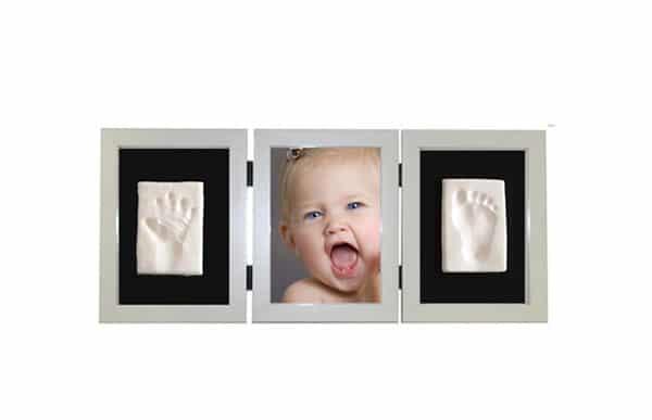 Regalos para bautizos: marcos con huellas del bebé