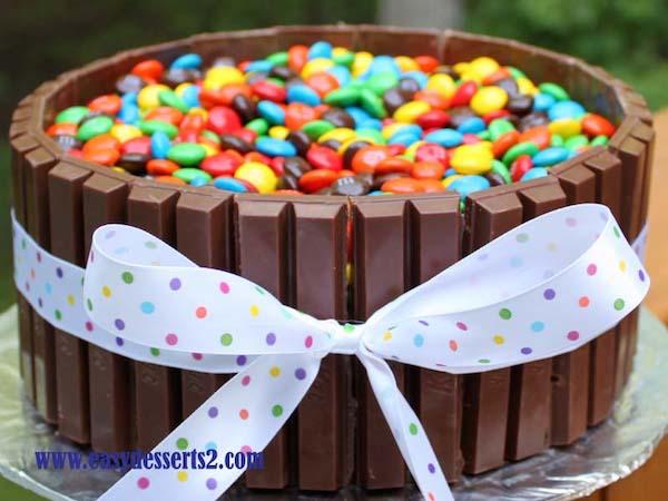 tartas de cumpleaos fciles con lacasitos y barritas de chocolate