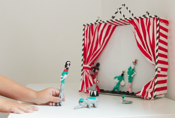 teatro de marionetas con pajitas