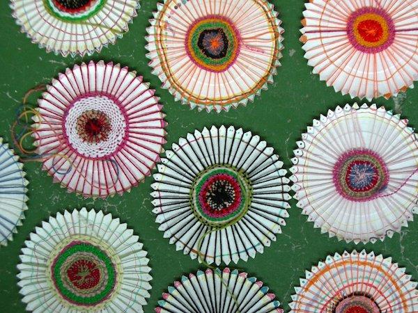 Cómo hacer tejidos circulares con un plato