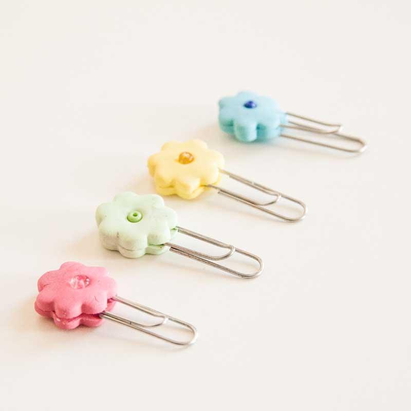 Manualidades infantiles decorar clips con fimo pequeocio - Manualidades pequeocio ...