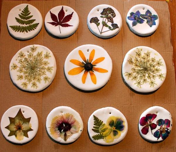 adornos con flores secas
