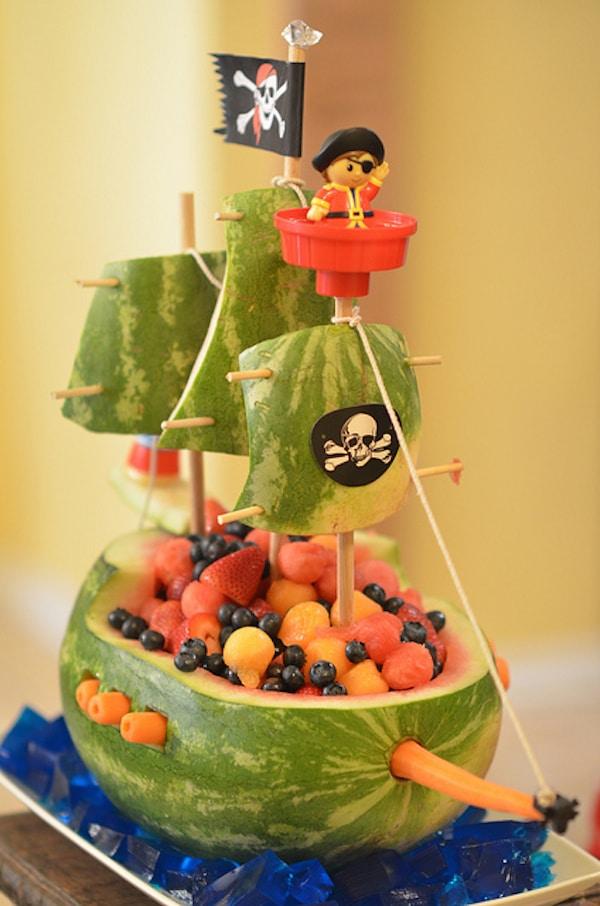 barco de piratas de fruta
