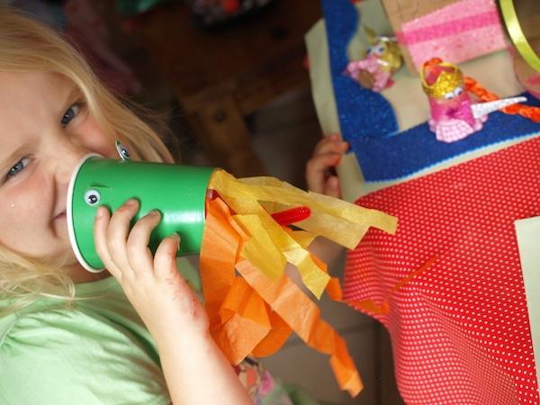 Manualidades recicladas con vasos de papel pequeocio - Manualidades infantiles recicladas ...