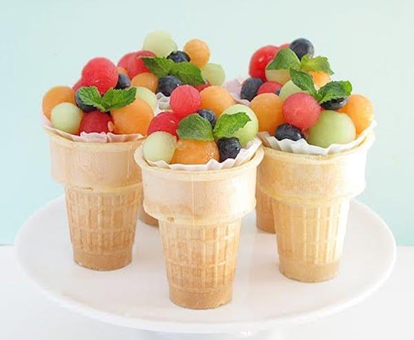 Macedonia de frutas en vaso de helado
