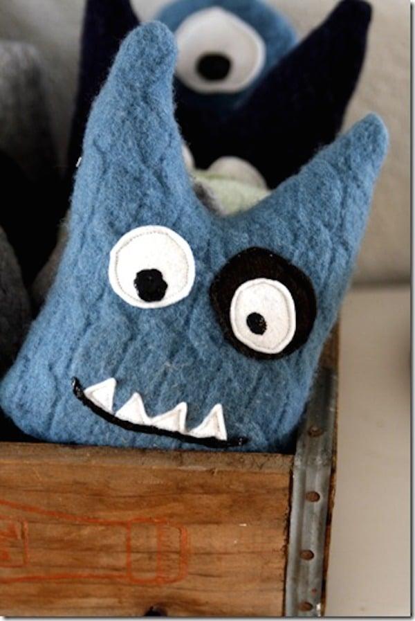monstruos hechos con jersey reciclados