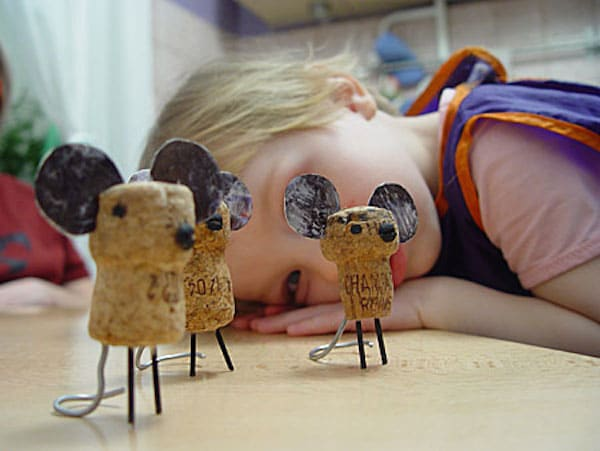 manualidades para niños con corchos