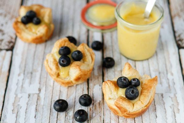 Tarteletas de hojaldre con crema de limón