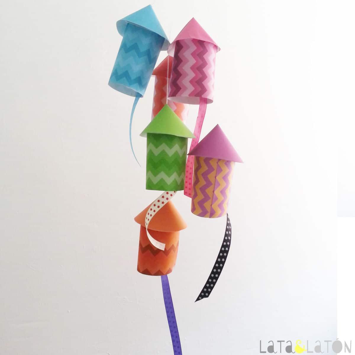 Manualidades con papel cohetes de papel - Papel partitura para manualidades ...
