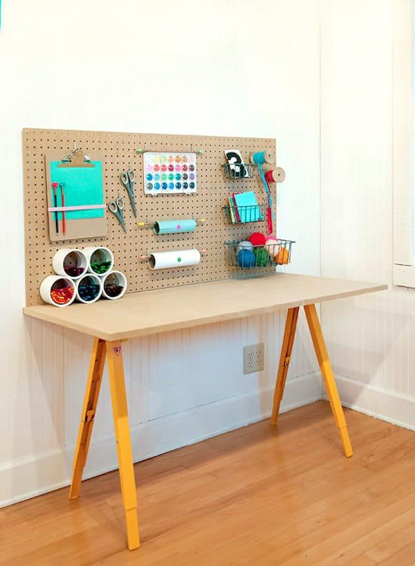 Habitaciones infantiles escritorios en orden pequeocio - Como hacer una mesa abatible ...