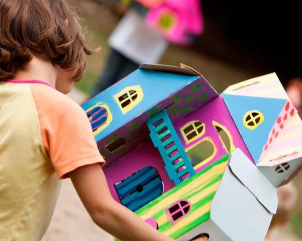 Juguetes de cartón; casas de muñecas