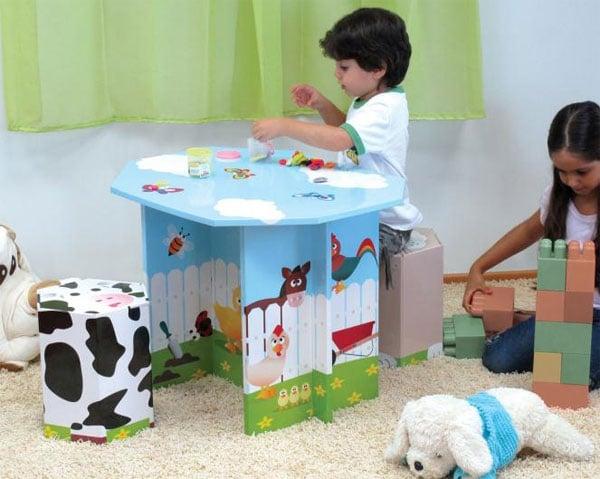 Mesa infantil de cartón