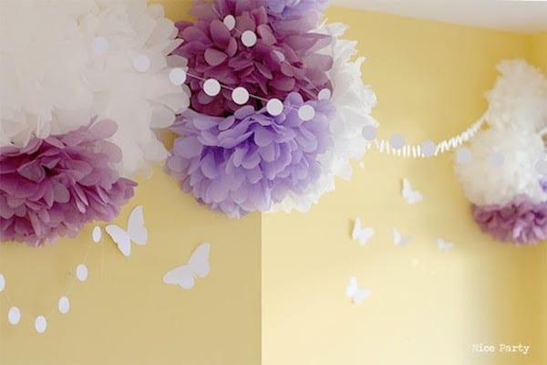 C mo hacer pompones de papel pequeocio for Guirnaldas para fiestas infantiles