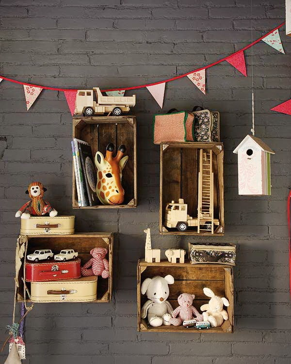 Muebles reciclados con cajas de fruta pequeocio for Libros de muebles de madera