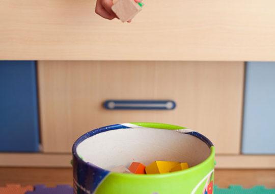 Enseñar a los niños a ordenar sus juguetes