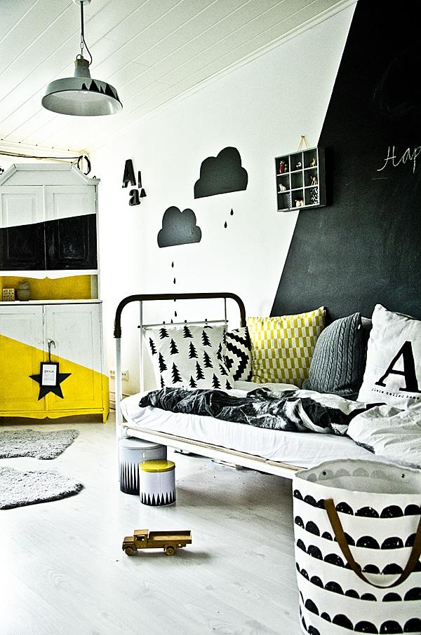 Habitaciones infantiles decoramos con nubes pequeocio for Black white yellow bedroom ideas