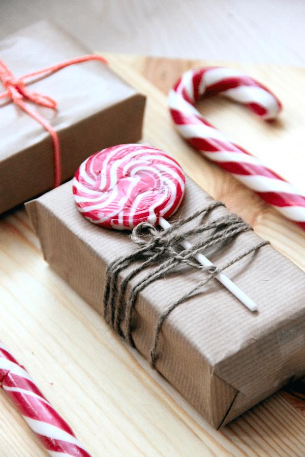 ideas para envolver regalos de navidad con piruletas