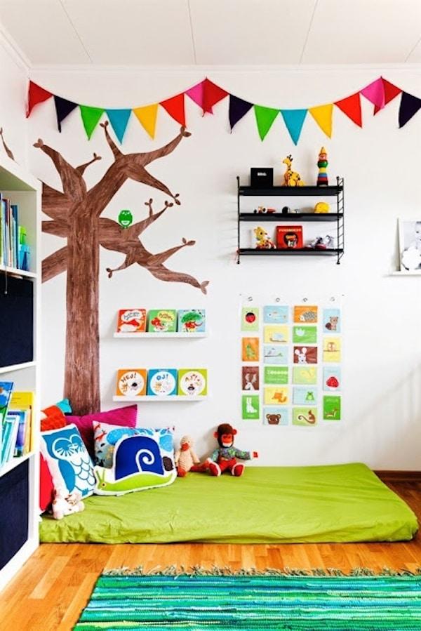 Habitaciones infantiles 6 rincones de lectura pequeocio for Decoracion de espacios de preescolar