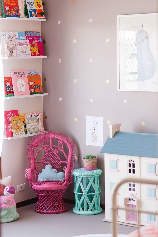 Habitaciones infantiles 6 rincones de lectura pequeocio for Cuartos de ninas feos