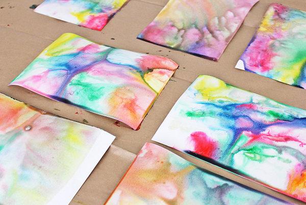 C mo hacer un papel de aguas o marmolado pequeocio - Manualidades con papel pintado ...