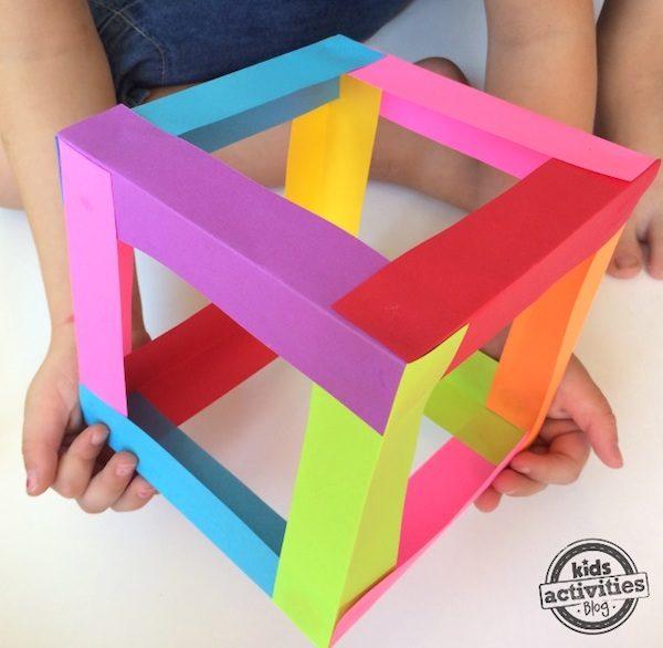 Manualidades infantiles c mo hacer un cubo de papel - Manualidades con papel de colores ...