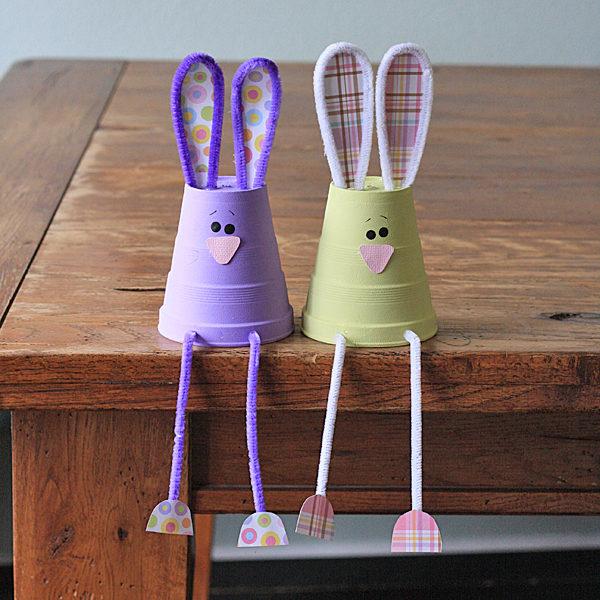 Manualidades para ni os 5 conejos de pascua pequeocio for Hand works using waste things
