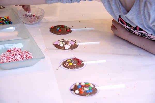 Piruletas fáciles de chocolate