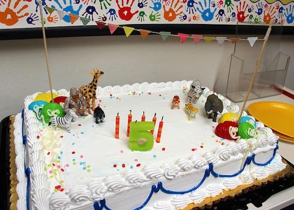 Ideas para fiestas infantiles de animales pequeocio for Decoracion tartas infantiles