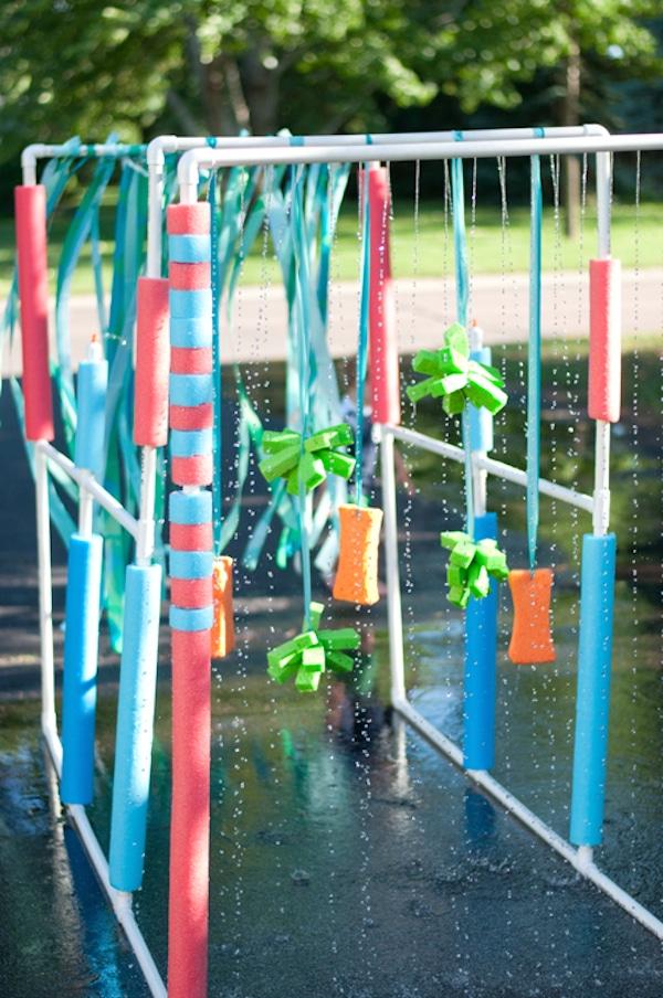 Los 15 juegos de agua para el verano m s divertidos for Clases de piscina para ninos