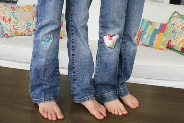 5 ideas originales para arreglar pantalones rotos pequeocio - Decorar pantalones vaqueros ...