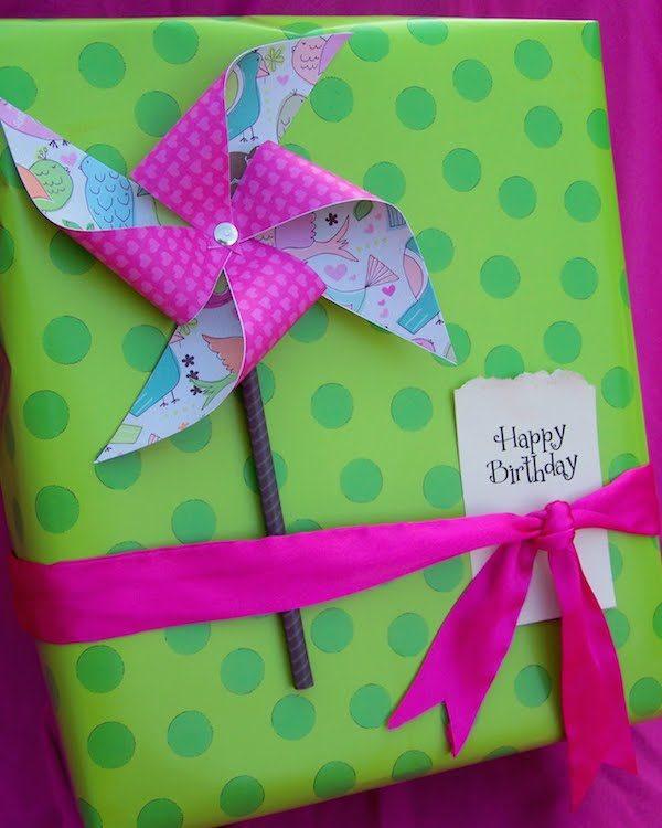 5 ideas para envolver regalos muy originales pequeocio - Como envolver un regalo grande ...