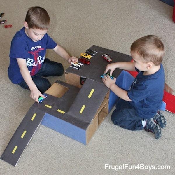 Manualidades con cartón, 5 juguetes espectaculares | PequeOcio