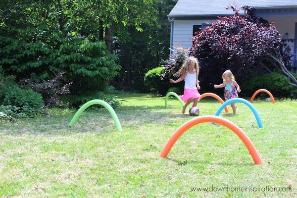 5 juegos infantiles con churros de piscina pequeocio for Jardin ula ula