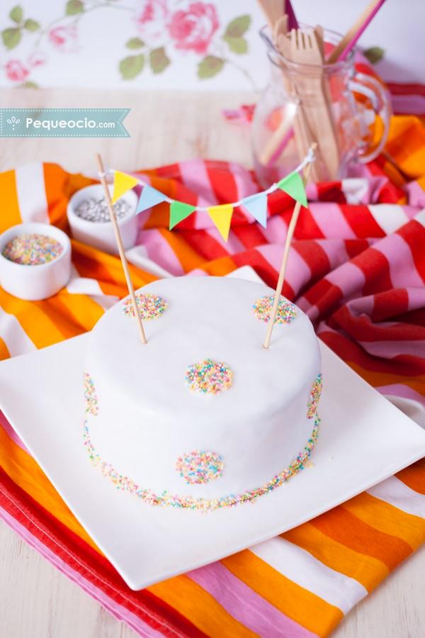 Tarta de cumplea os casera f cil y paso a paso pequeocio for Decoracion de tortas caseras