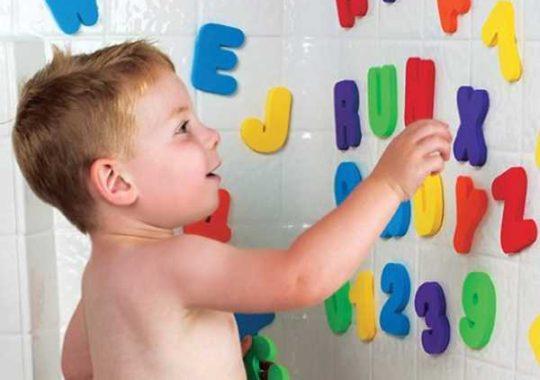 Juguetes educativos: letras para el baño