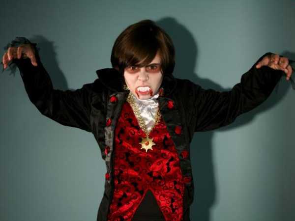 Maquillaje de vampiro Halloween paso a paso