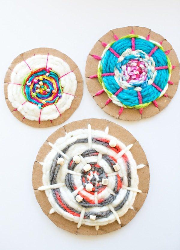 Manualidades con lana telar circular f cil pequeocio for Manualidades para ninos con lana