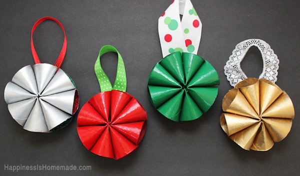 Manualidades de navidad con rollos de papel for Manualidades para adornos navidenos
