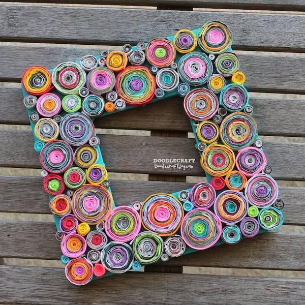 5 manualidades recicladas con papel de regalo pequeocio for Manualidades con puertas viejas